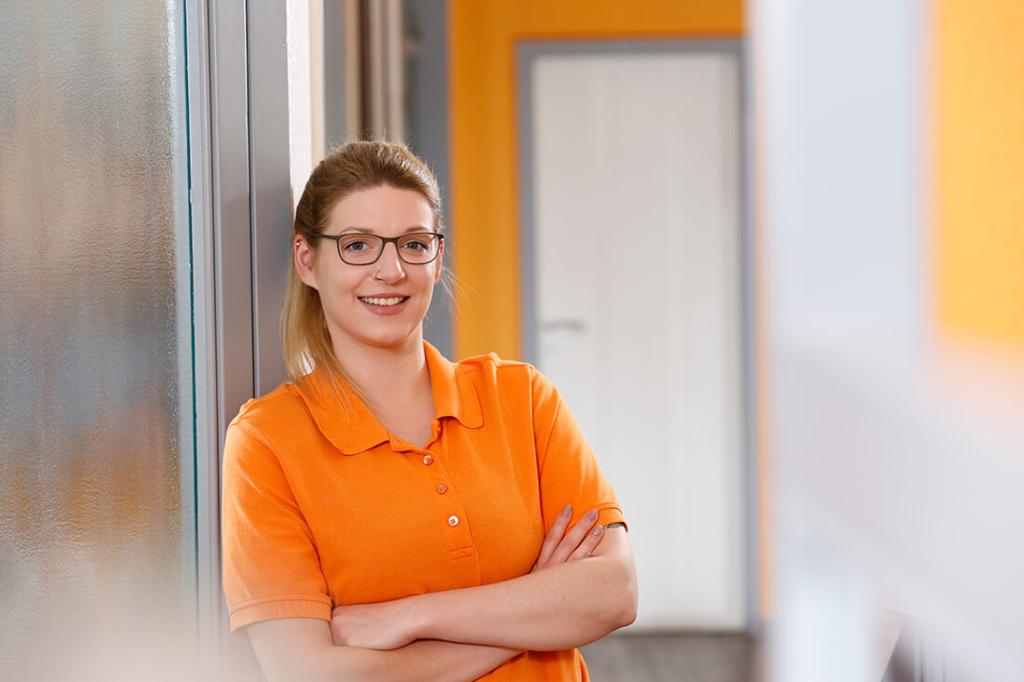 Günstiger Zahnersatz Kassel in Guxhagen - Dr. Bernd - Team - Jannika